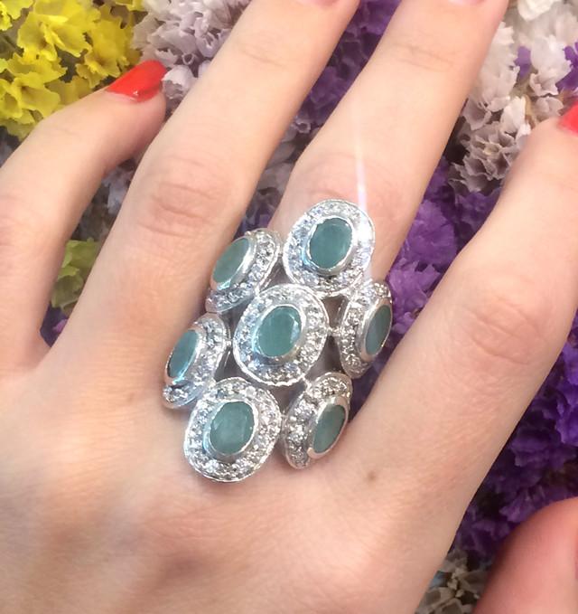 срібний перстень із смарагдом