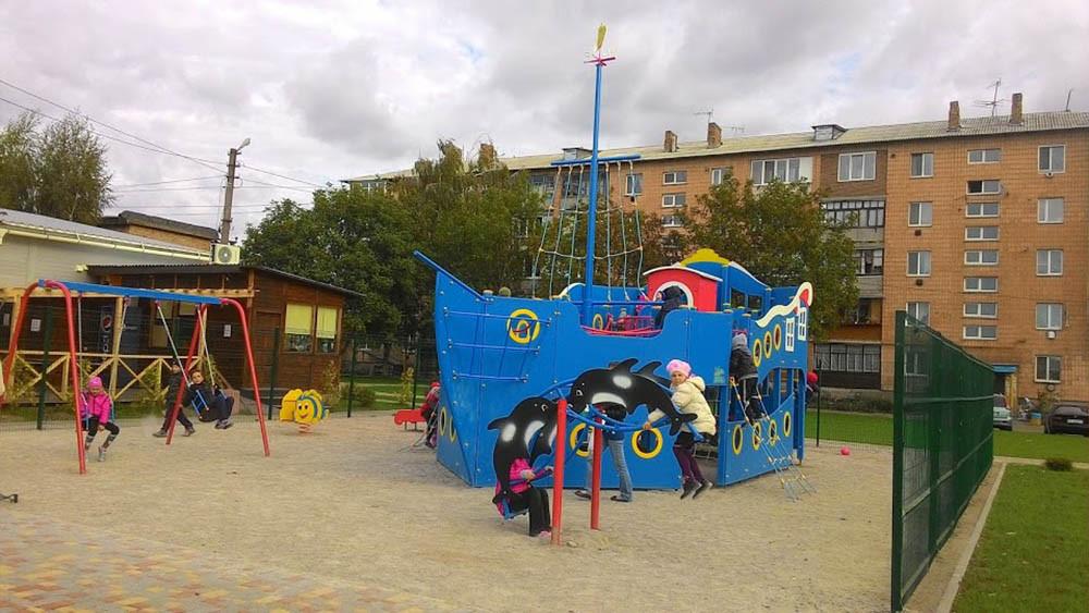 Детская площадка в жилищном комплексе Петровский квартал 3
