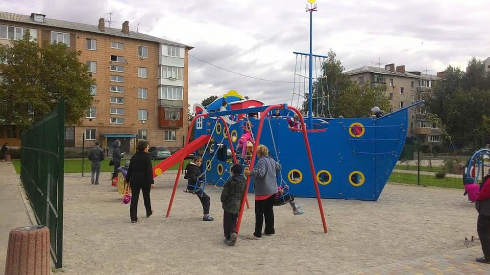 Детская площадка в жилищном комплексе Петровский квартал 4