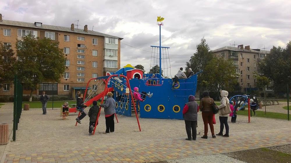 Детская площадка в жилищном комплексе Петровский квартал 5