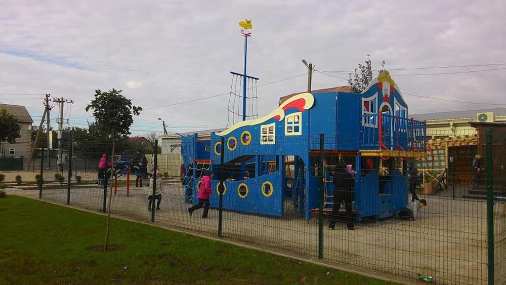 Детская площадка в жилищном комплексе Петровский квартал 7
