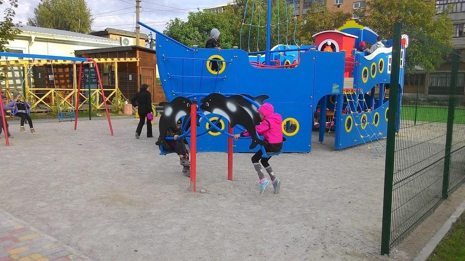 Детская площадка в жилищном комплексе Петровский квартал 8