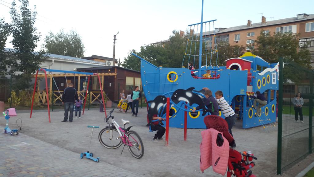 Детская площадка в жилищном комплексе Петровский квартал 10