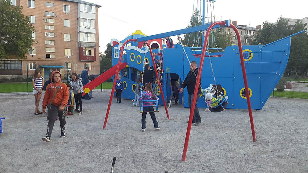 Детская площадка в жилищном комплексе Петровский квартал