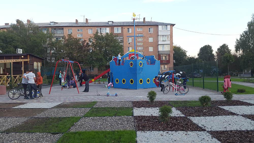 Детская площадка в жилищном комплексе Петровский квартал 12