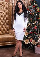 Белое платье с кружевом в зоне декольте