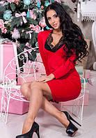 Красное платье с кружевом в зоне декольте