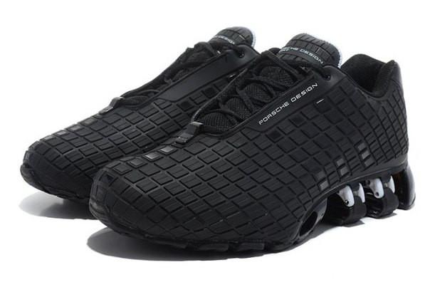 Удобные спортивные кроссовки с красной полосой