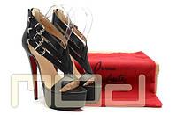 Брендовые босоножки на шпильке Christian Louboutin