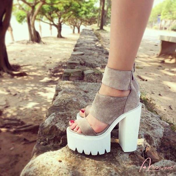Стильные женские  босоножки на высоком каблуке