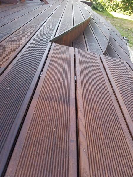 Применение террасной доски: Террасы, балконы, пирсы, причалы. Зачастую используют и для фасадов.