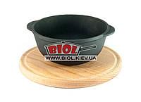 Кастрюля чугунная 500мл порционная для подачи без крышки 14*7см на деревянной подставке 20см (бук) ЭКОЛИТ