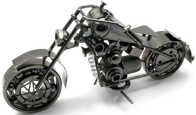 Модель мотоцикла из металла