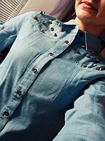 Рубашка джинсовая женская с шипами