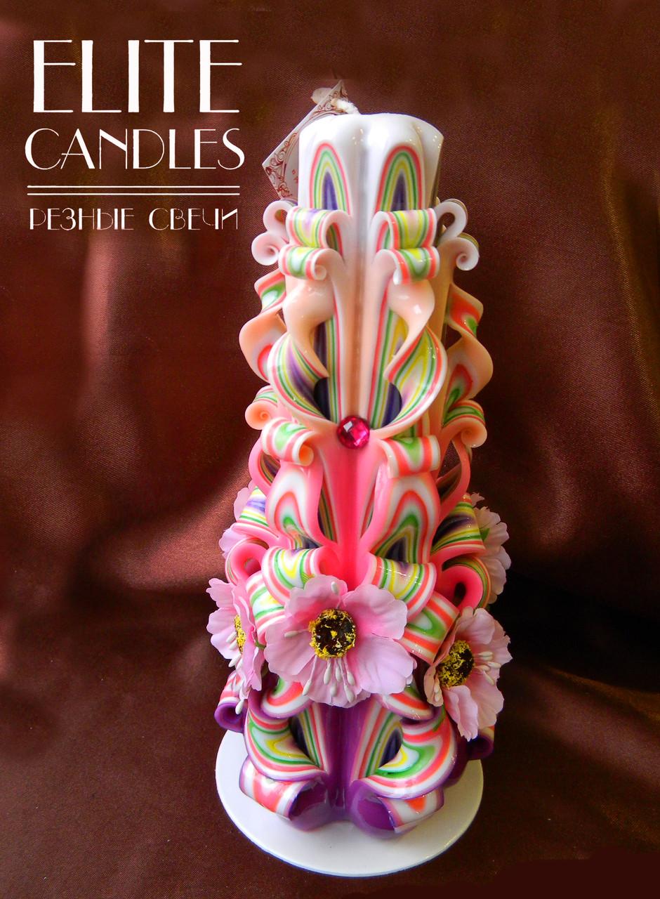 Різьблена свічка прикрашена з квітами, різнобарвна 22 см заввишки