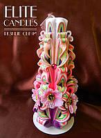 Резная свеча украшенная с цветами, разноцветная 22 см высотой