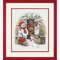 """8817 """"Садовый снеговик//Garden Shed Snowman""""           . DIMENSIONS. Набор для вышивания нитками"""