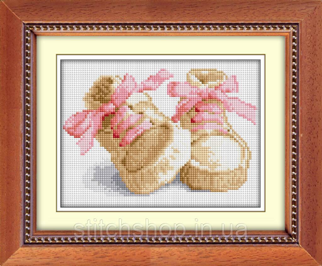 30014 Первые шаги(розовый). Dream Art. Набор алмазной живописи (квадратные, полная). Рисование квадратными камнями на холсте
