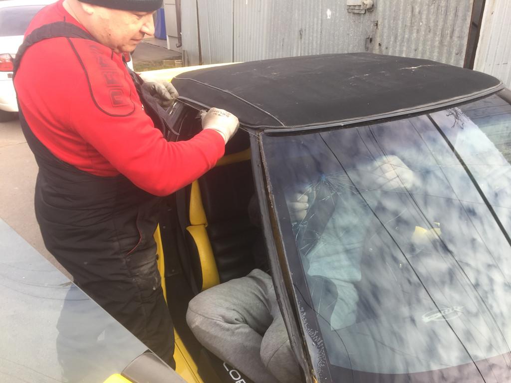 Изготовление и установка стекла на Chevrolet Corvette.