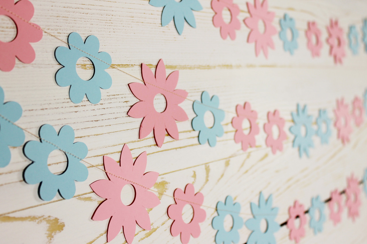 Бумажная гирлянда из цветов