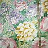 Тик с крупными разноцветными цветами