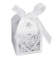 Бонбоньерка - коробочка для конфет белая
