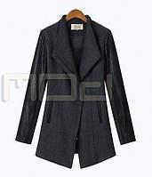 Женское пальто с кожаными рукавами
