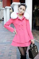 Женское пальто с меховым воротником и баской