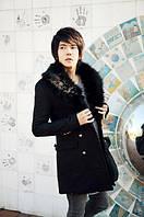 Мужское длинное пальто с меховым воротником