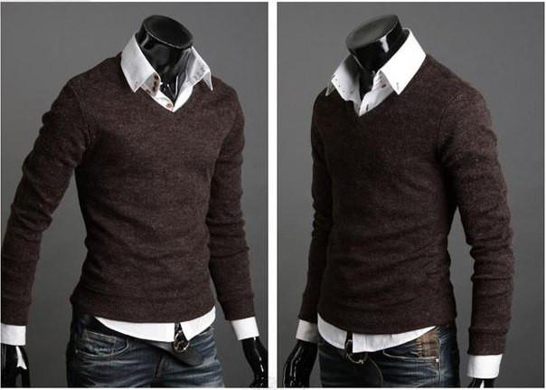 Мужской свитер с вырезом классический