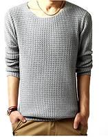Мужской легко вязанный свитер с вырезом