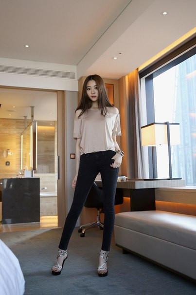 Женские джинсы Zara с молнией на заднем кармане