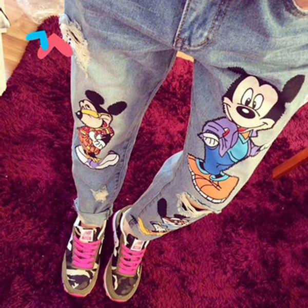 Светлые рваные джинсы BoyFriends с Мики Маусом