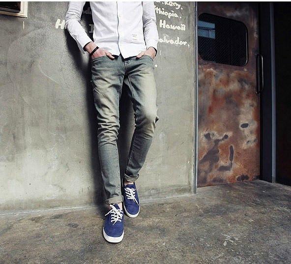 Мужские светлые джинсы