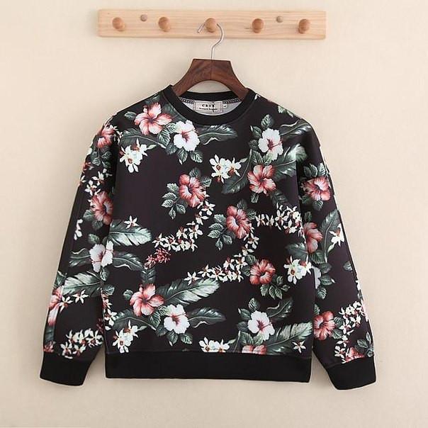 Черный свитшот с яркими цветами