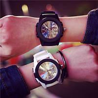 Светящие наручные часы со стрелками