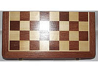 Шахматы деревянные в подарочном сундучке.