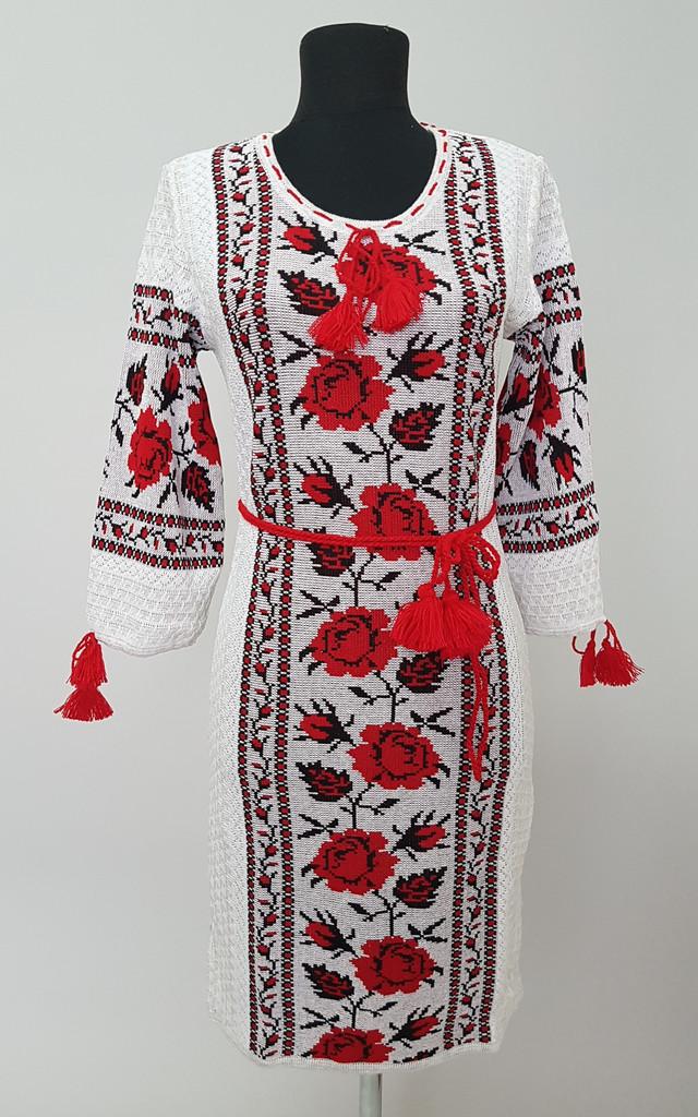фотография платье вязаное вышиванка с красным ирозами