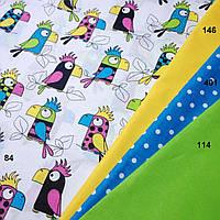 Хлопковая ткань с попугаями в сочетании с другими цветами