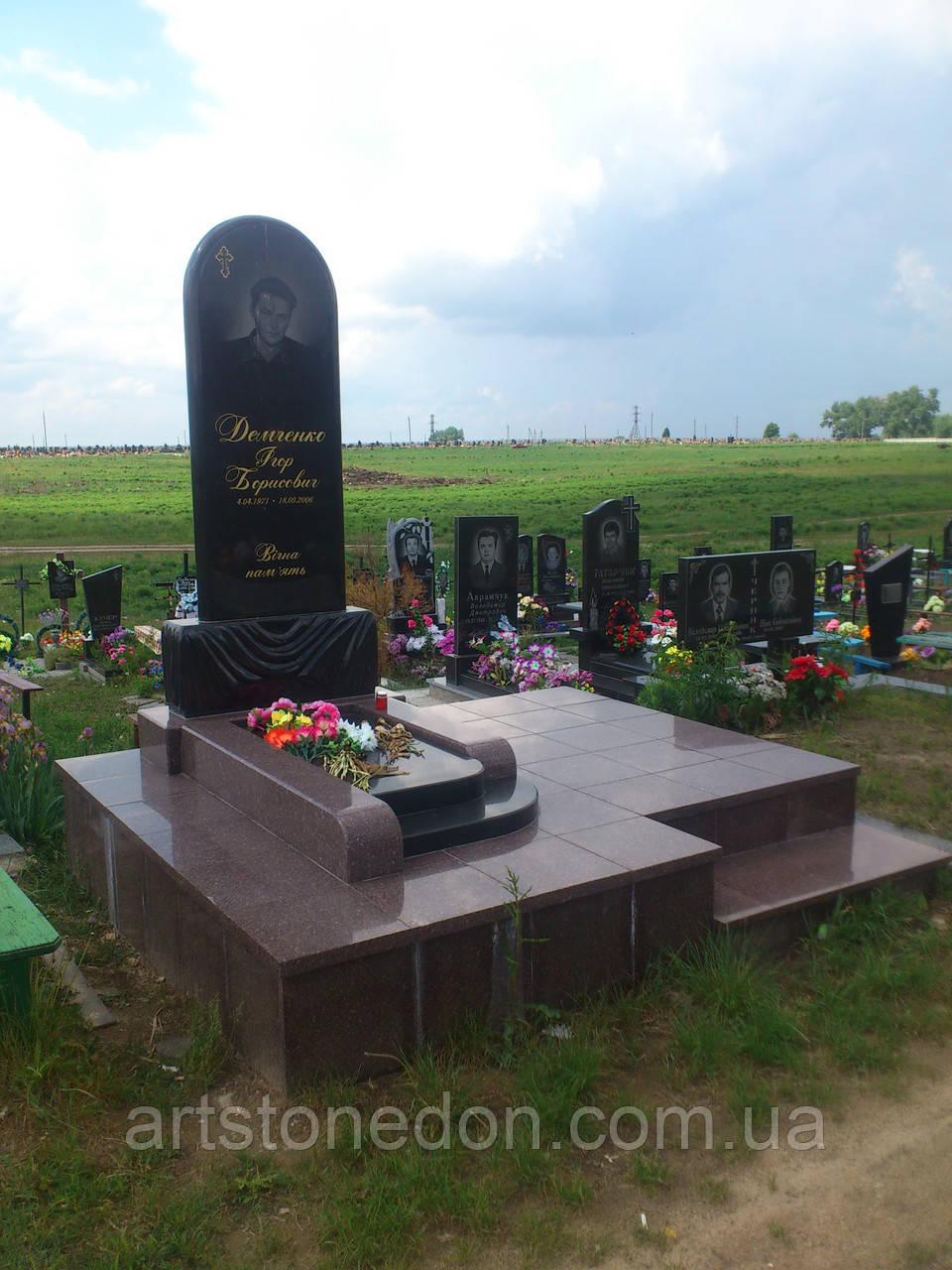 Мемориальный комплекс из гранита № 8