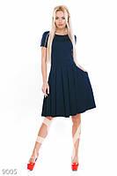 Фактурное трикотажное платье синего цвета с коротким рукавом