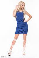 Синее коктейльное платье без рукавов со вставками из гипюра