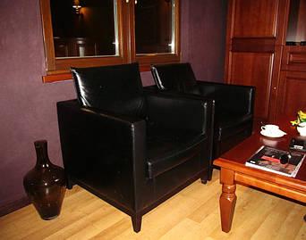 """Кожаные кресла и диваны для бутика окон """"Vitoris"""" по ул. Горького, 50 3"""