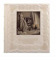 Cвадебный фотоальбом с художественным тиснением и декоративной печатью на коже.