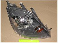 Фара правая электрическая без экрана лампы с мотором Ford Fiesta