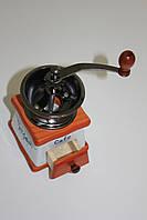 Керамическая кофемолка с деревянным основанием
