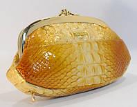 Косметичка кожаная женская золотистая Kehzon 916