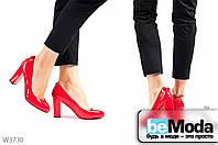 Элегантные женские лакированные туфли ZDW Red на удобном широком каблуке с красной подошвой  и декоративным бантиком на пятке красные