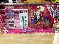 Кухня с мебелью и куклой