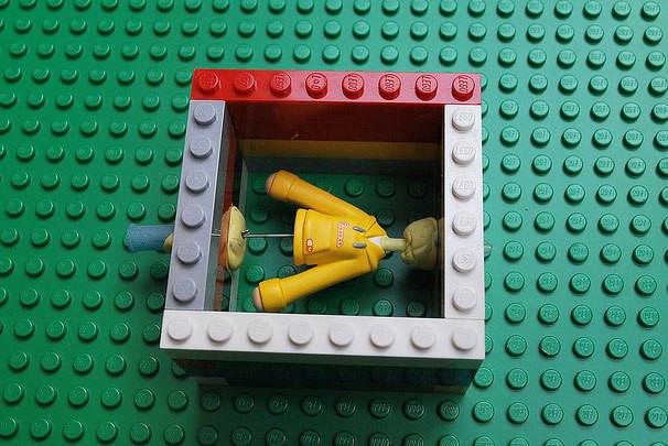 Детский лего, собранный по всему дому, оставшийся от детей